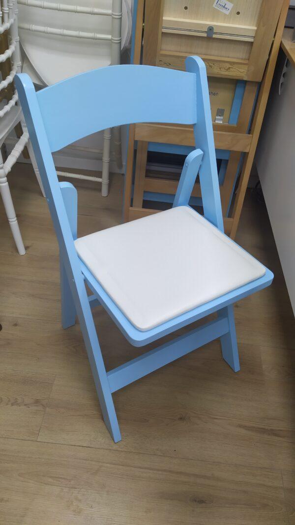 כיסא עץ מתקפל תכלת – Light Blue Wood folding chair
